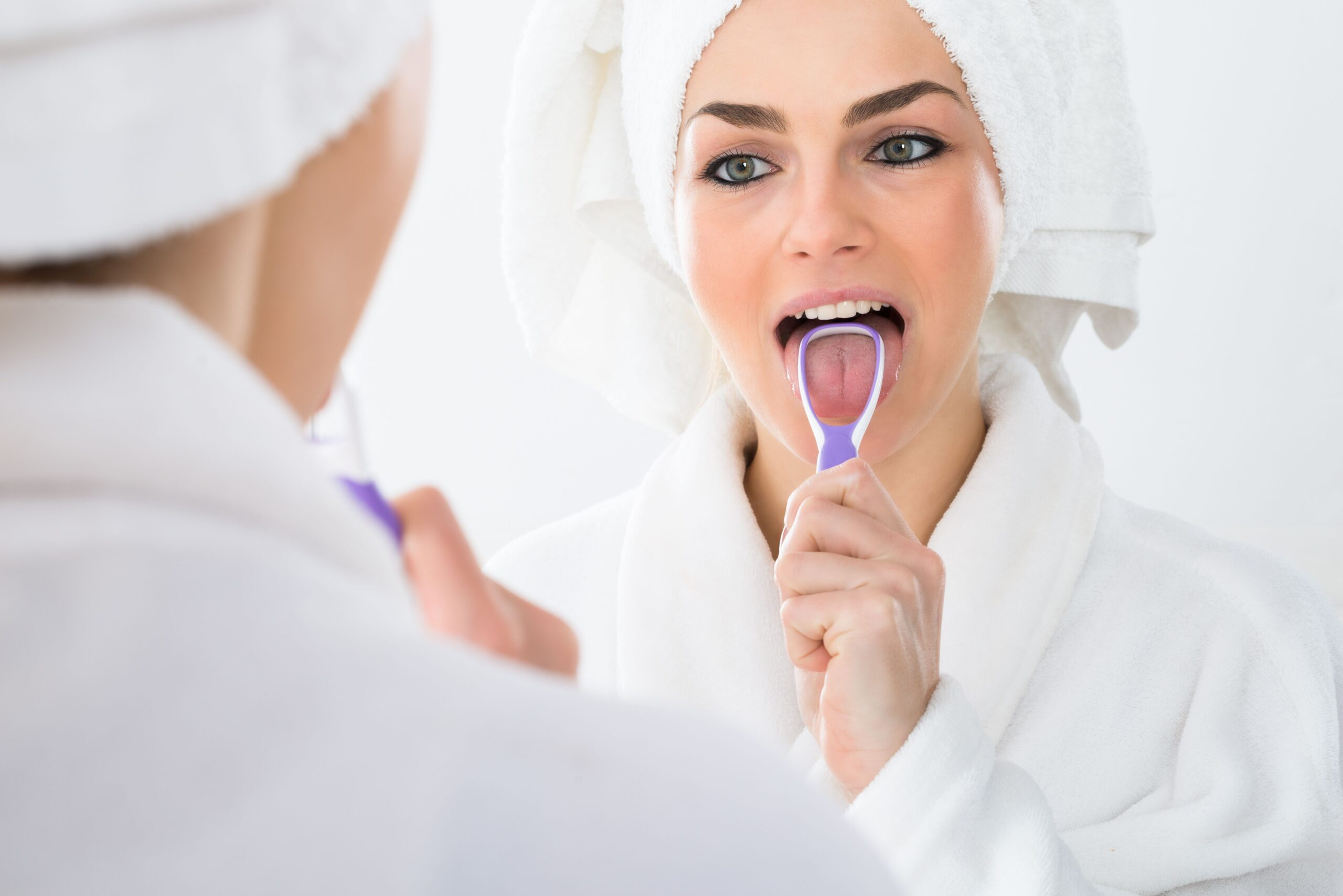 Dentist Sac City | Should I Be Using a Tongue Scraper?
